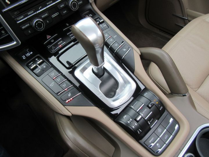 Porsche Cayenne DIESEL (958) 3.0L V6 245CH TIPTRONIC Terre D'ombre Occasion - 10