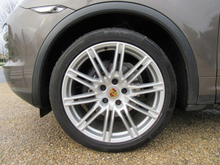 Porsche Cayenne DIESEL (958) 3.0L V6 245CH TIPTRONIC Terre D'ombre Occasion - 13