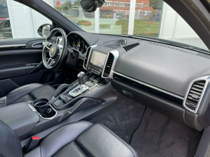 Porsche Cayenne Hybride Noir métallisée  - 12
