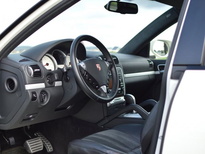 Porsche Cayenne Magnifique porsche cayenne gts 957 v8 4.8 405ch tiptronic véritable 1ère main full histo. Porsche BLANC - 7