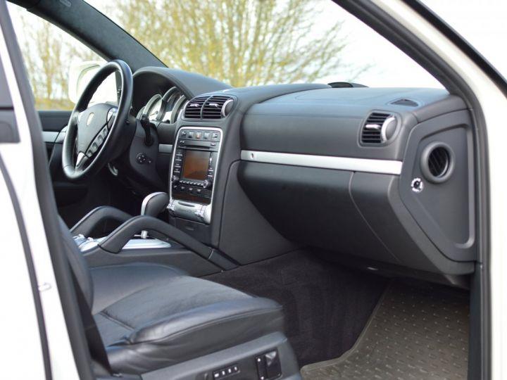 Porsche Cayenne Magnifique porsche cayenne gts 957 v8 4.8 405ch tiptronic véritable 1ère main full histo. Porsche BLANC - 12