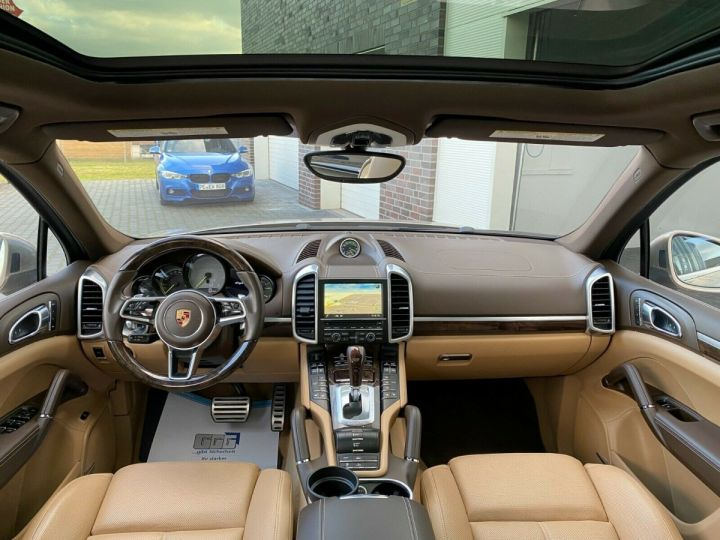 Porsche Cayenne Porsche Cayenne S E-Hybrid / Toit Panoramique / chauffage et ventilation des sièges/Garantie 12 Mois Beige - 2