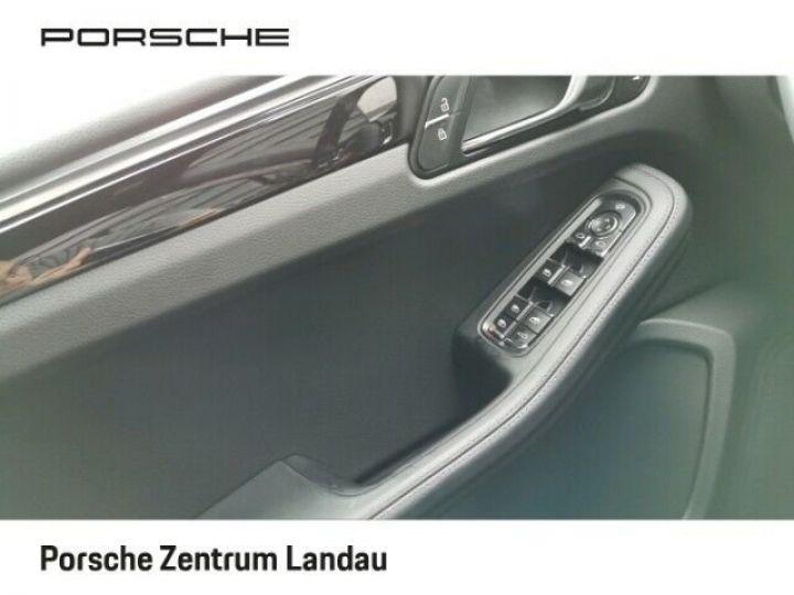 Porsche Macan gris volcano - 10