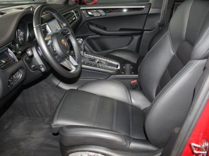 Porsche Macan rouge - 10