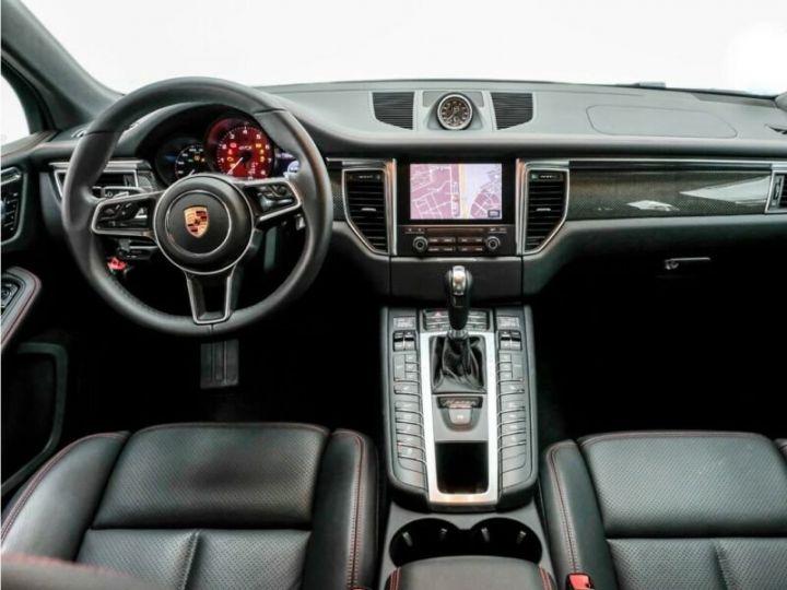 Porsche Macan gts gris volcano - 8