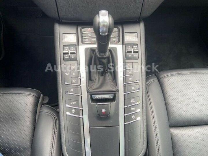 Porsche Macan MACAN 252 ch , PORSCHE APPROVED 08/2022 !  noir metallisé - 11