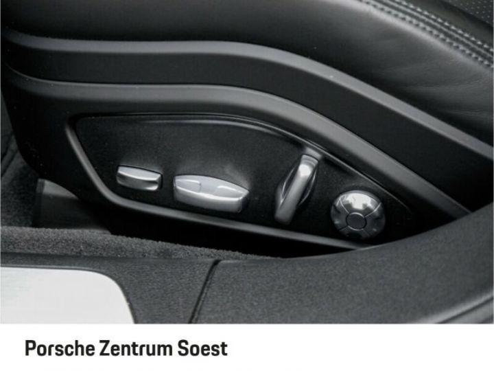 Porsche Panamera 4 E-Hybrid gris volcano - 11