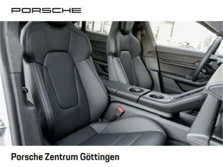 Porsche Taycan TURBO blanc  - 11