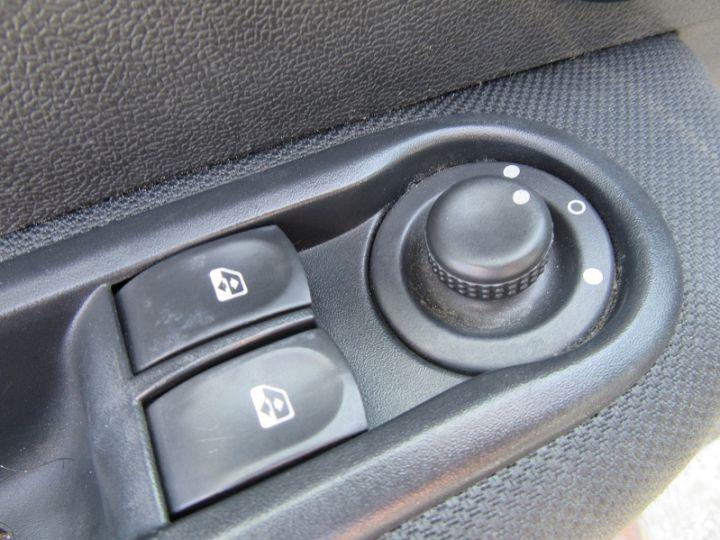 Renault CLIO 1.5 DCI 70CH EXPRESS CLIM ECO GRIS CLAIR Occasion - 11