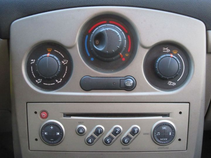 Renault Clio 1.5 DCI 70CH EXPRESSION 5P Gris Clair Occasion - 11