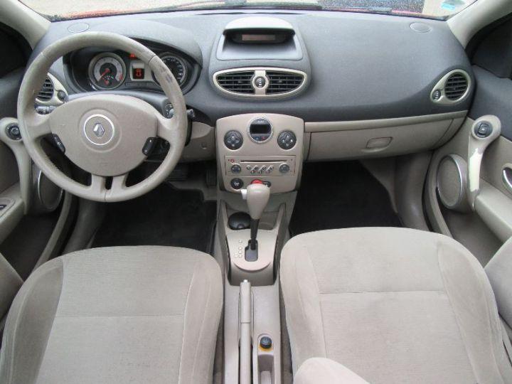 Renault CLIO 1.6 16V 110CH CONFORT DYNAMIQUE BVA 3P ROUGE Occasion - 8