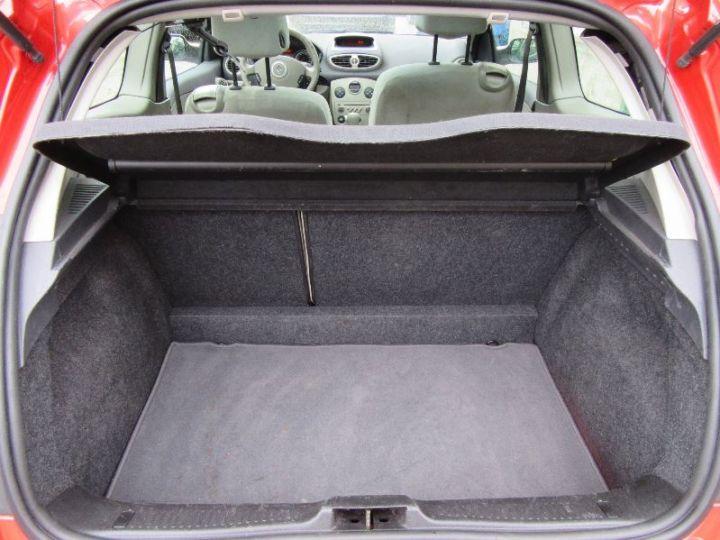 Renault CLIO 1.6 16V 110CH CONFORT DYNAMIQUE BVA 3P ROUGE Occasion - 14