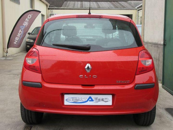Renault CLIO 1.6 16V 110CH CONFORT DYNAMIQUE BVA 3P ROUGE Occasion - 7
