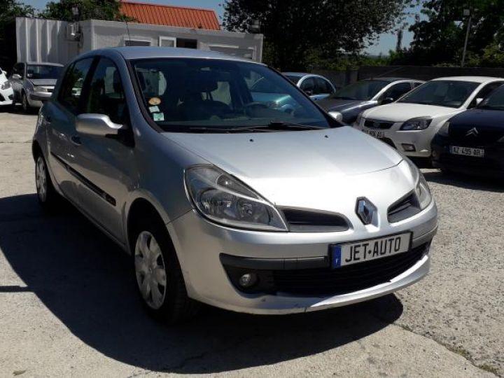 Renault Clio 3 1.5 DCI 70 DYNAMIQUE 5P  - 10