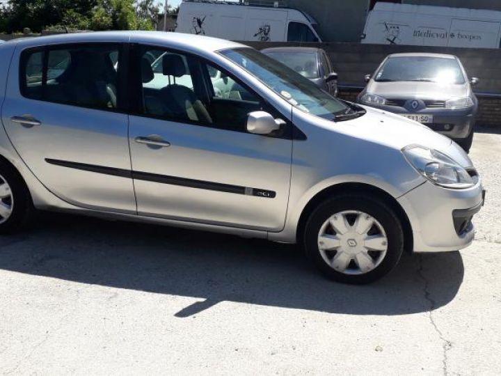 Renault Clio 3 1.5 DCI 70 DYNAMIQUE 5P  - 11