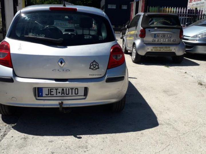 Renault Clio 3 1.5 DCI 70 DYNAMIQUE 5P  - 12