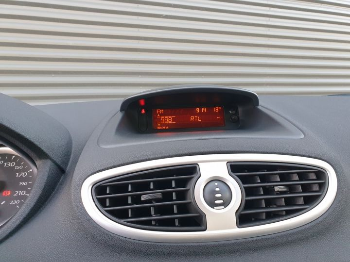 Renault Clio 3 1.5 dci 75 expression clim 5 pts Blanc Occasion - 11