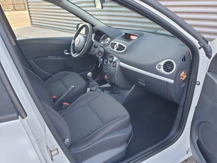 Renault Clio 3 1.5 dci 75 expression clim 5 pts Blanc Occasion - 13