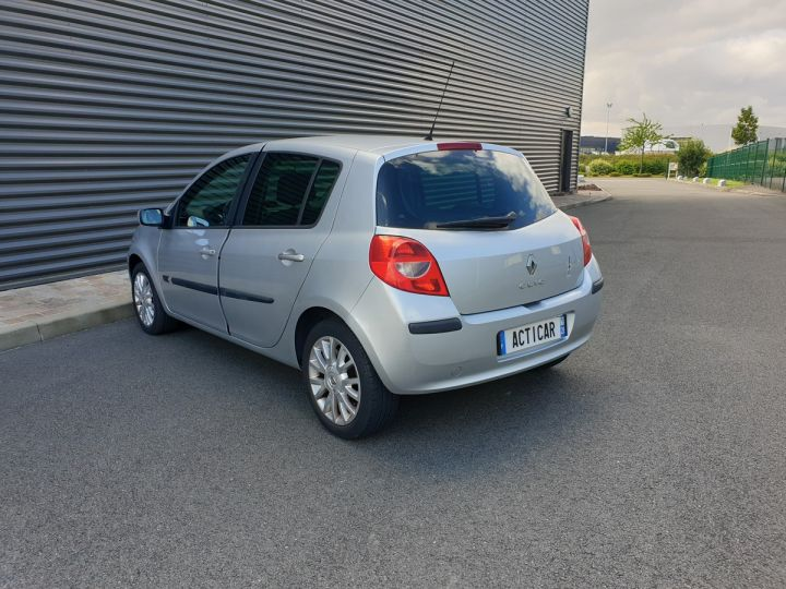 Renault Clio 3 1.5 dci 85 exception 5 pts Gris Occasion - 16