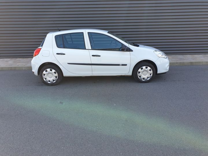 Renault Clio 3 iii 1.2 16v 75 cv alize 5 portes Blanc Occasion - 3
