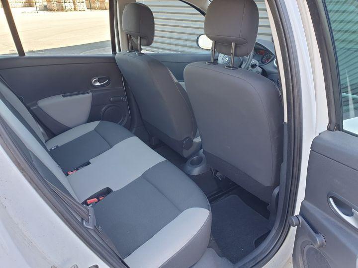 Renault Clio 3 iii 1.2 16v 75 cv alize 5 portes Blanc Occasion - 7