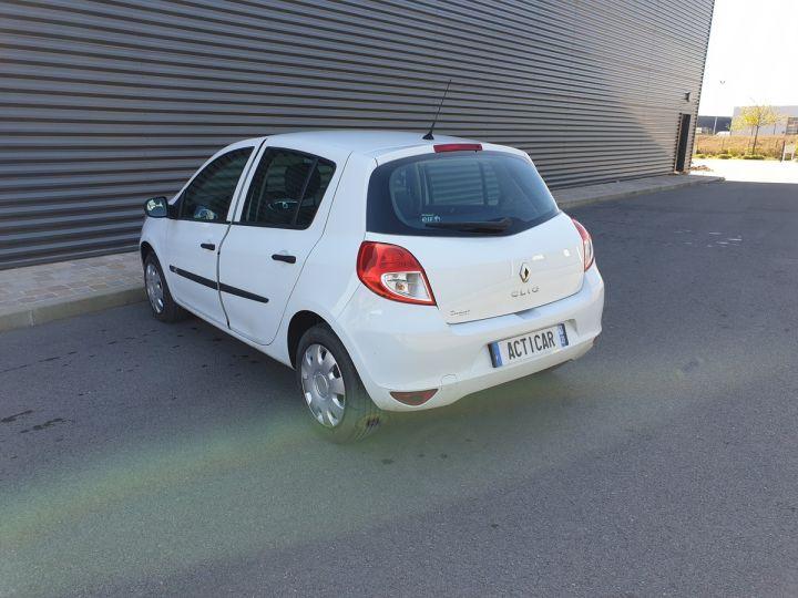 Renault Clio 3 iii 1.2 16v 75 cv alize 5 portes Blanc Occasion - 15