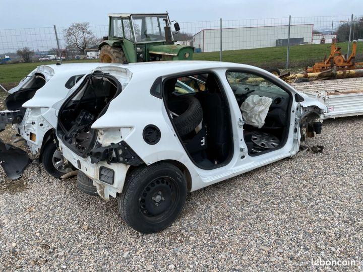 Renault Clio 4 complète pour pièces SANS CG  - 1