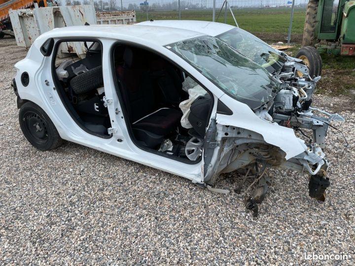 Renault Clio 4 complète pour pièces SANS CG  - 2