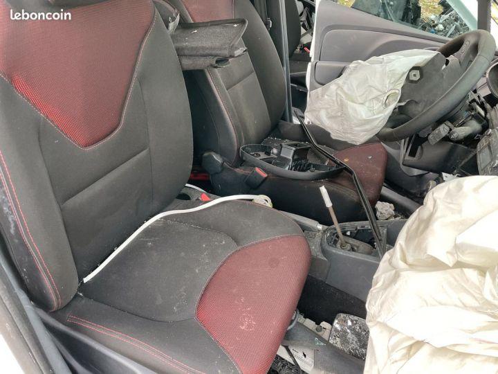 Renault Clio 4 complète pour pièces SANS CG  - 3
