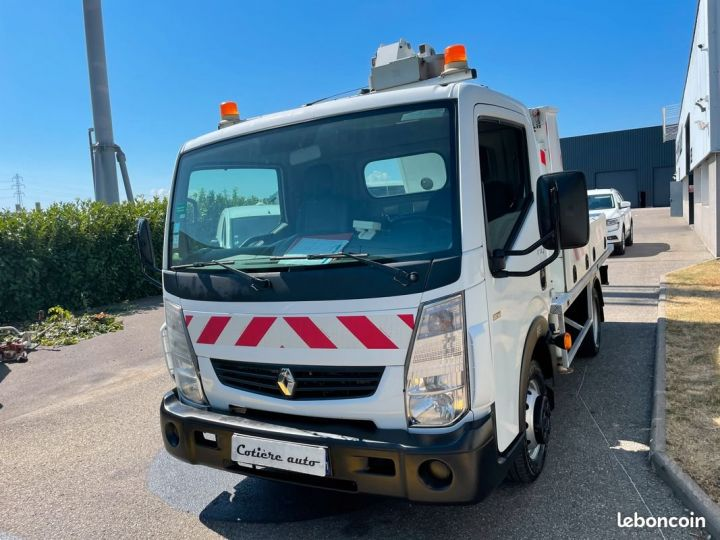 Renault Maxity 120 dxi nacelle comilev 437h  - 2