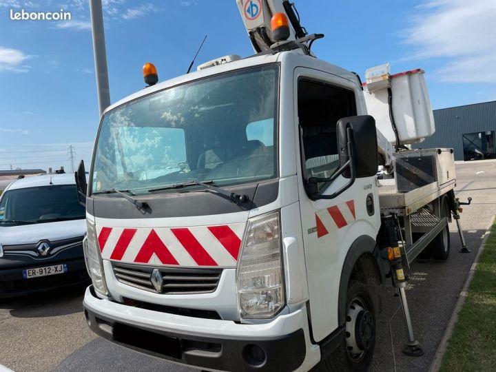 Renault Maxity nacelle bizzocchi 16m 25.000km d'origine  - 2