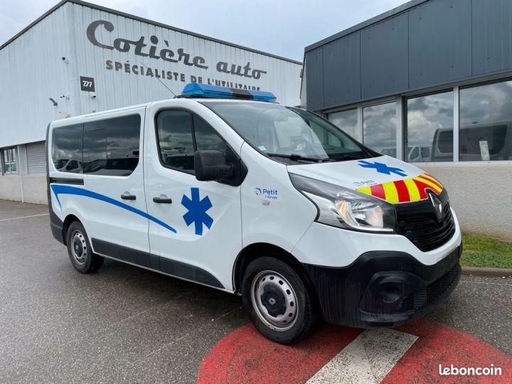 Renault Trafic ambulance équipé 6500km d'origine  - 1
