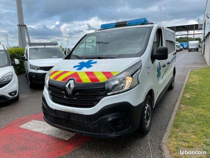 Renault Trafic ambulance équipé 6500km d'origine  - 2