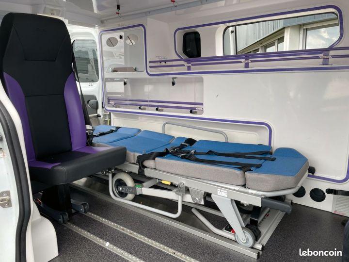Renault Trafic ambulance équipé 6500km d'origine  - 3