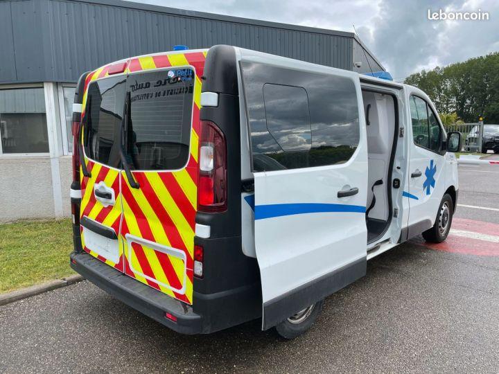 Renault Trafic ambulance équipé 6500km d'origine  - 8