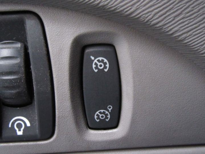 Renault Twingo 1.2 TCE 100CH INITIALE Noir Occasion - 19