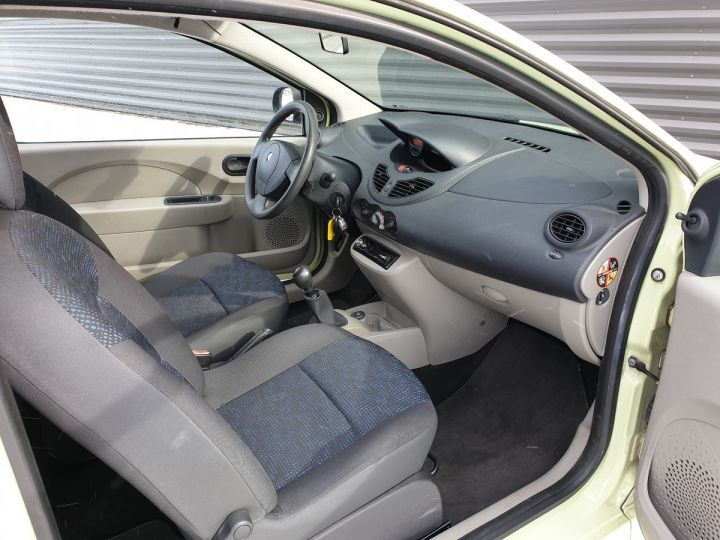 Renault Twingo 2 1.2 60 authentique bv5 iii Vert Amande Occasion - 7