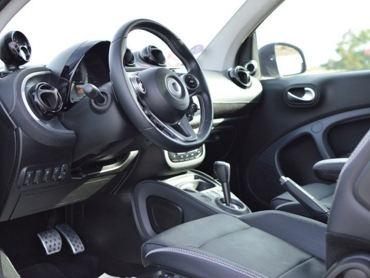 Smart Fortwo SMART FORTWO COUPE EDITION BRABUS XCLUSIVE BVA6 0.9 109ch 1ERE MAIN CAMERA GPS... BLANC - 7