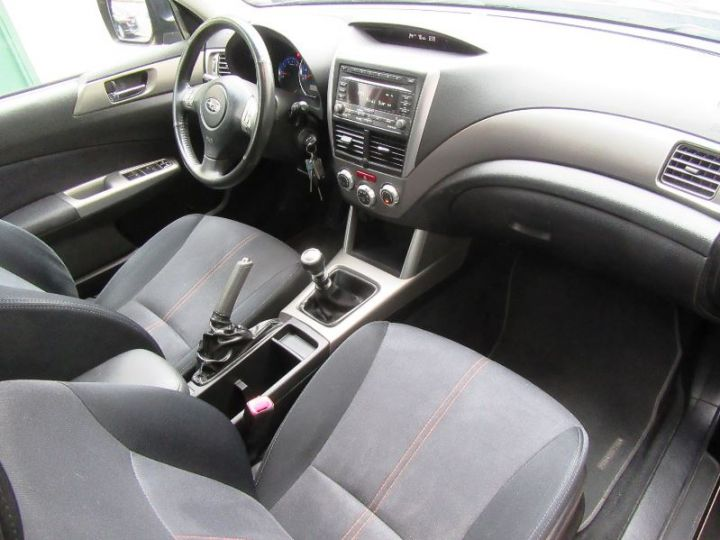 Subaru FORESTER 2.0 D 150CH XS CLUB NOIR Occasion - 17