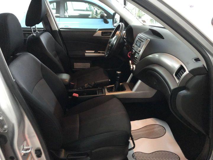 Subaru FORESTER 2.0 D BOXER DIESEL XS Gris - 9