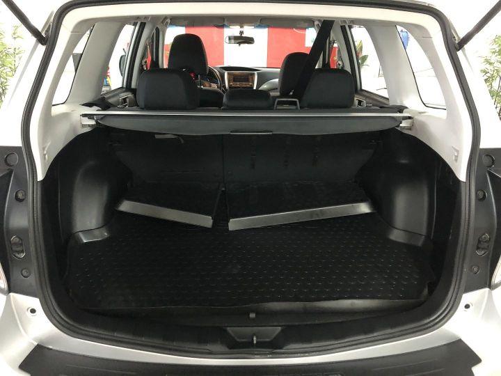 Subaru FORESTER 2.0 D BOXER DIESEL XS Gris - 11