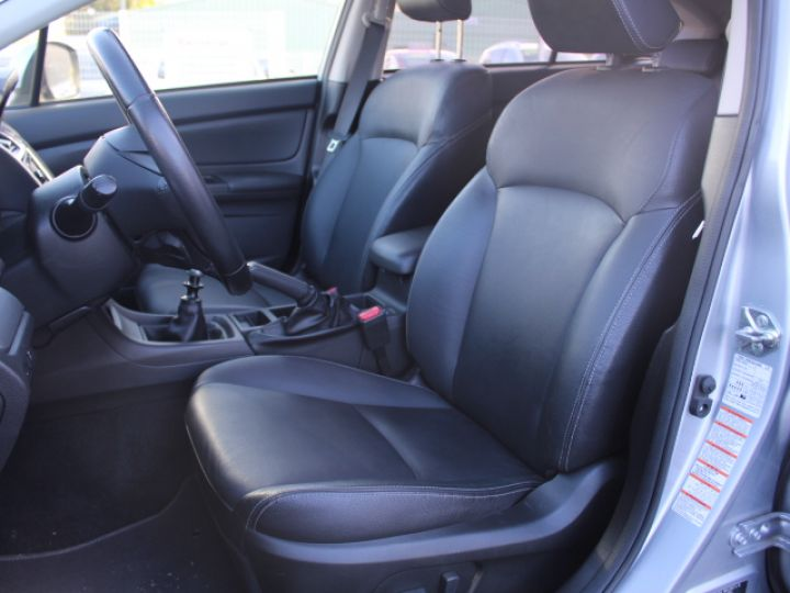 Subaru XV BOXER 2.0D Club Gris - 20