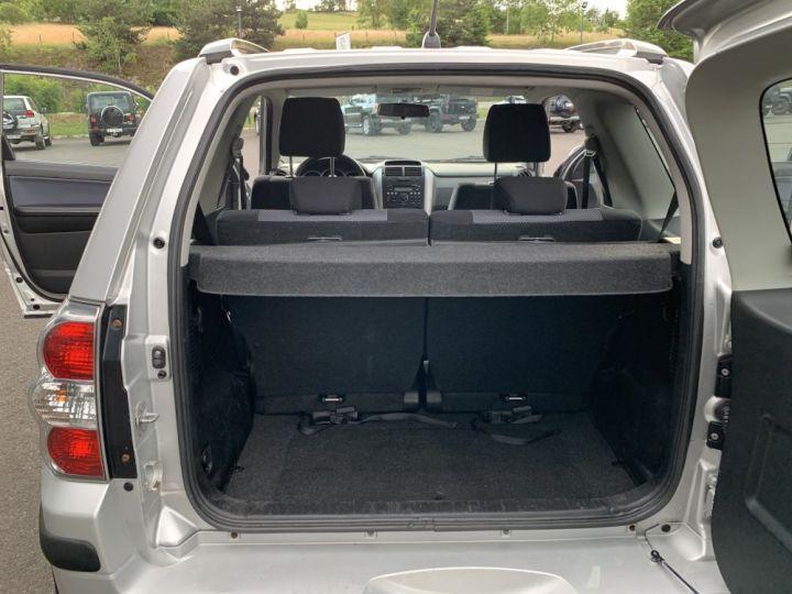 Suzuki GRAND VITARA 1.9 L DDIS 130 CV 3 portes Gris clair - 11