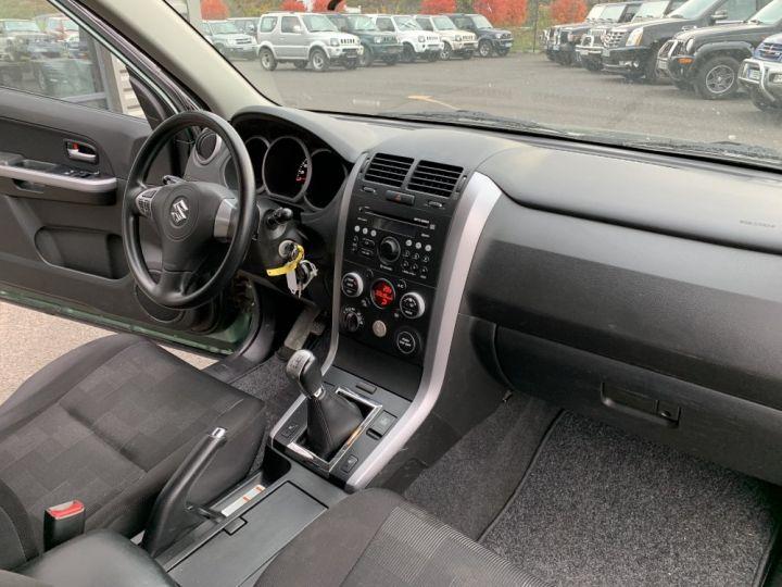 Suzuki GRAND VITARA 1.9 L DDIS 130 CV 3 portes Vert Foncé - 10