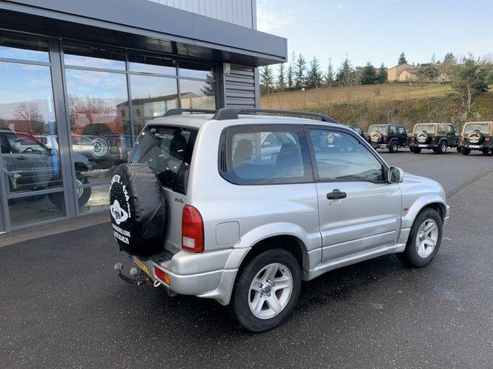 Suzuki GRAND VITARA 2 L TD 3 portes 109 CV Luxe Gris clair - 7