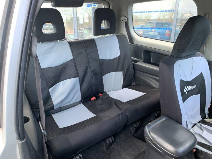 Suzuki GRAND VITARA 2 L TD 3 portes 109 CV Luxe Gris clair - 11