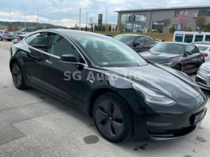 Tesla Model 3 Noir métallisée  - 2
