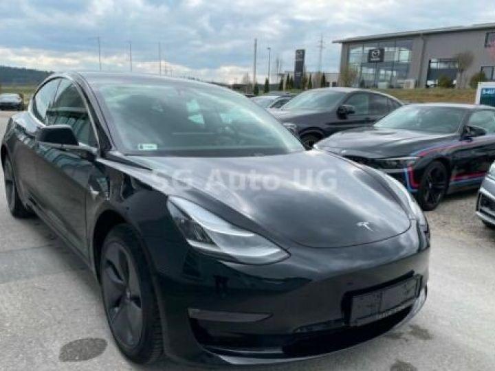 Tesla Model 3 Noir métallisée  - 4