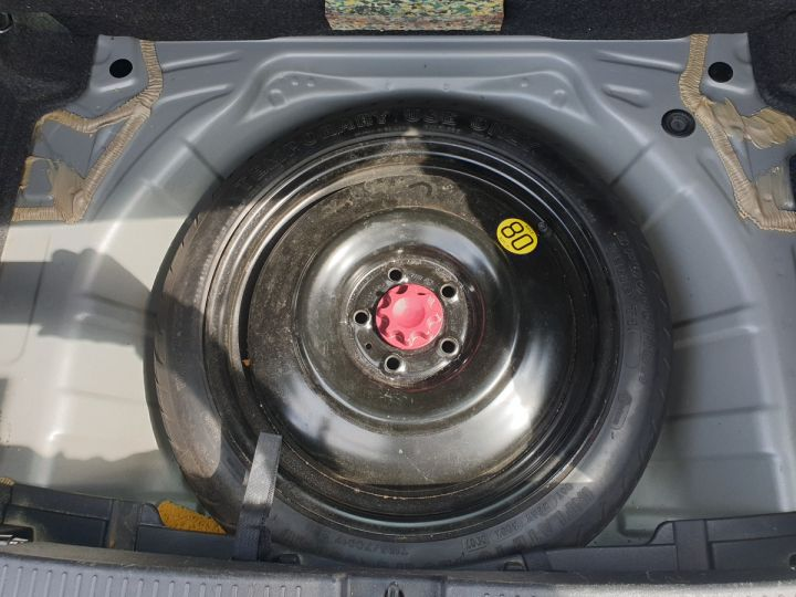 Toyota Auris 124 vvti luna 5 pts 5p i Gris Occasion - 9