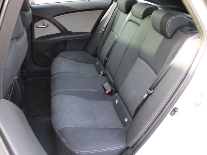 Toyota Avensis 112 D-4D Executive Blanc - 9